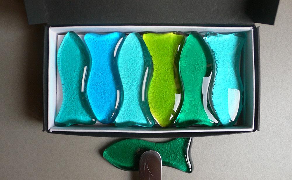 Assiettes en verre clair et de couleur - Porte couteaux pour table ...